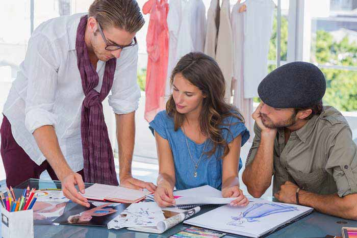 How To Become A Fashion Designer Fashion Designer Qualifications What Do Fashion Designers Do
